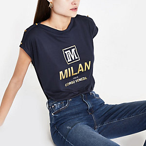 Marineblauw T-shirt met 'Milan'-print en sierknopen