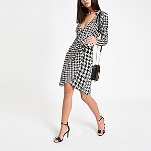 White dogtooth check jersey shirt dress