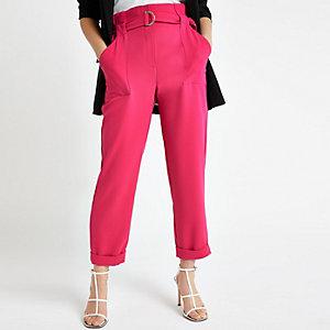 Petite – Pantalon carotte rose ceinturé