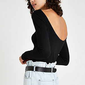 Langärmliges, schwarzes T-Shirt