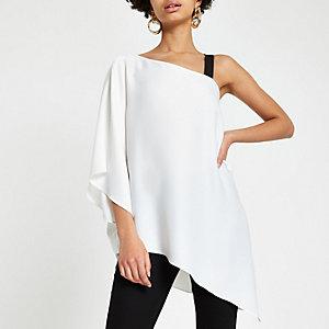 Witte top met blote schouder