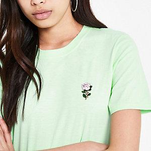 T-shirt vert avec motif rose brodé