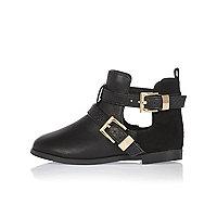 Schwarze Stiefel mit Zierausschnitt