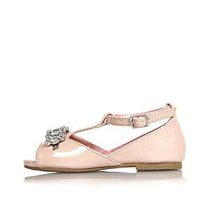 Pinke, verzierte Schuhe