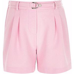 Pinke Shorts mit Schnalle