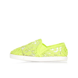 Mini girls lime lace plimsolls
