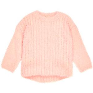 Pull en maille duveteuse rose mini fille