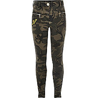 Girls khaki camo badge skinny jeans