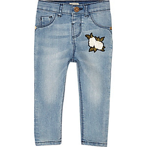 Mini girls blue wash badge skinny jeans