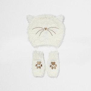 Flauschige Bommelmütze im Katzendesign in Creme