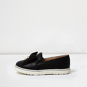 Mini girls black suede bow plimsolls
