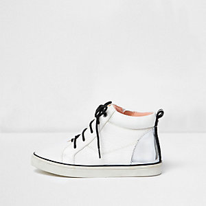 Hohe Sneaker in Weiß und Silber