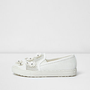 Girls white floral applique mesh plimsolls
