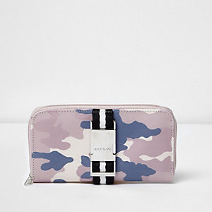 Girls pink camo trifold purse
