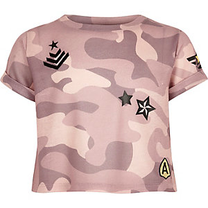 Girls pink camo badge crop top