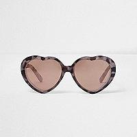 Braune, herzförmige Sonnenbrille