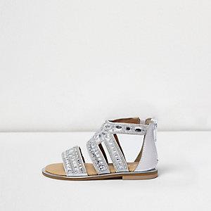 Silberne, strassverzierte Sandalen