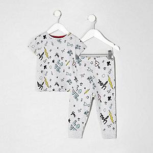 Grauer Pyjama mit Kritzelmuster