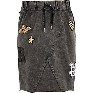 Girls grey acid wash badge skirt