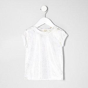 Weißes, glitzerndes T-Shirt