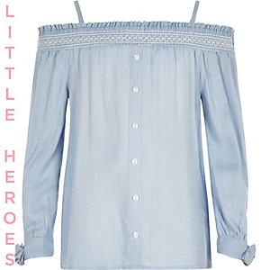 Blauwe top in bardotstijl met strik op de mouwen voor meisjes