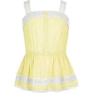 Gele camitop met knopen en kant voor meisjes