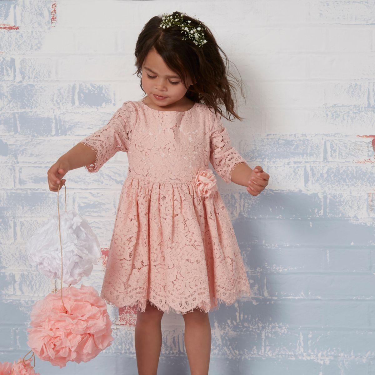Mini - Roze kanten jurk met bloemencorsage voor meisjes