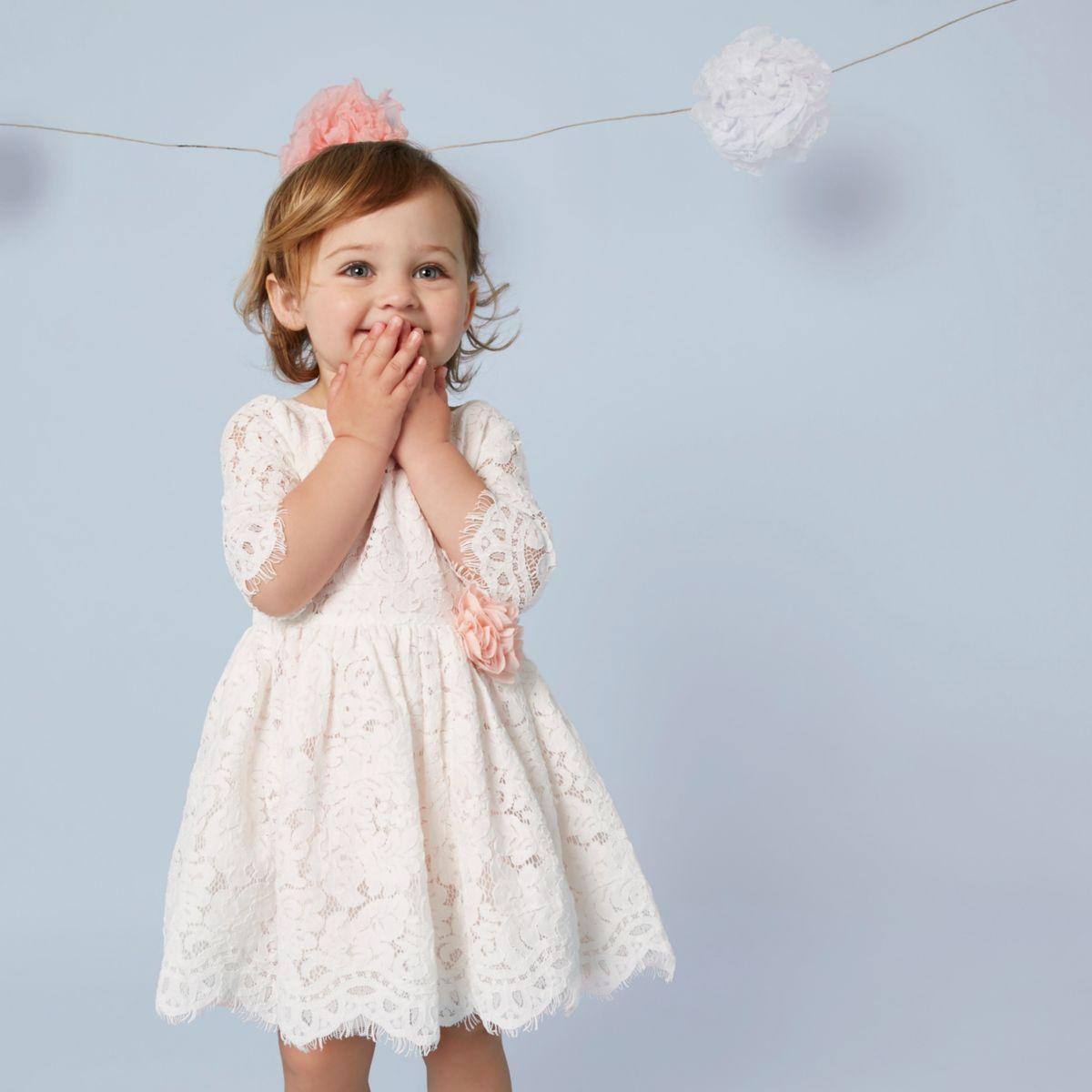 Mini - Crème kanten jurk met bloemencorsage voor meisjes
