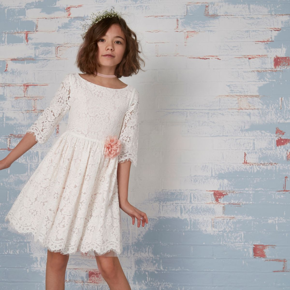 Crème kanten jurk met bloemencorsage voor meisjes