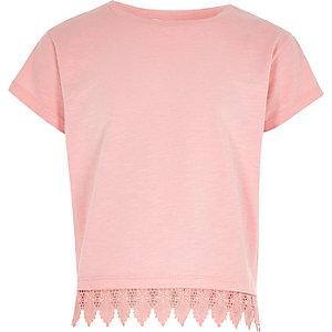 T-shirt rose à ourlet au crochet pour fille