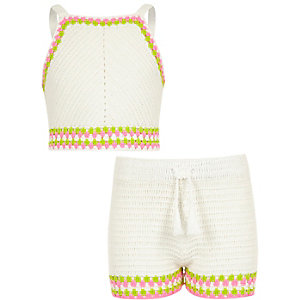 Girls white crochet crop top outfit