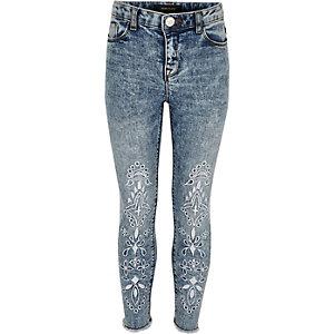 Amelie – Blaue, verzierte Jeans in Acid-Waschung