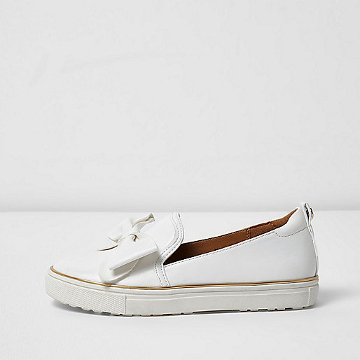 Girls white bow plimsolls