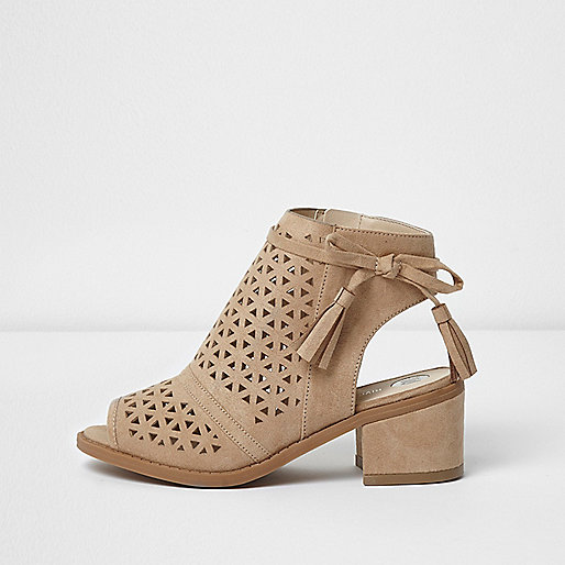 Girls beige laser cut block heel shoes