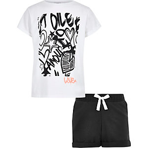 Girls white graffiti print T-shirt outfit