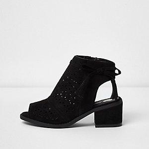 Chaussures noires à talons carrés et découpes laser pour fille