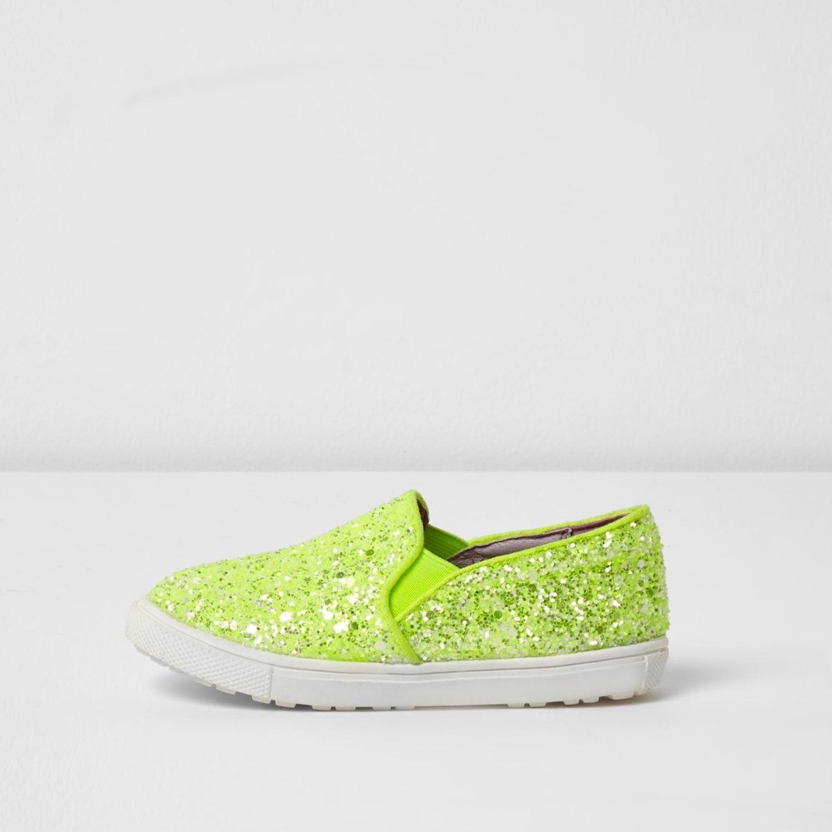 Limettengrüne, silberne Plimsolls