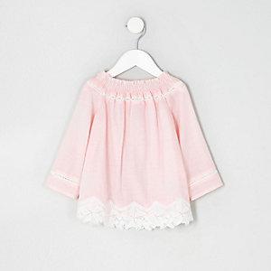 Top Bardot en dentelle rose au crochet mini fille