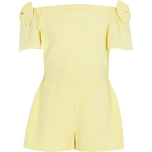 Gelber Bardot-Overall mit Schleife
