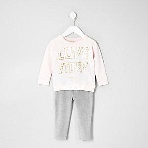 "Outfit mit pinkem Sweatshirt ""Love"""