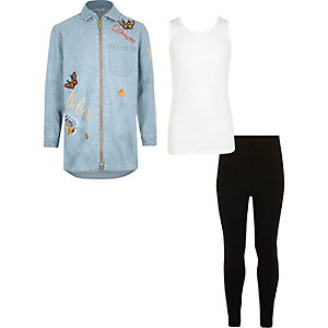Outfit mit blauer Bluse, Top und Leggings