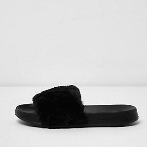 Nu-pieds noirs duveteux pour fille