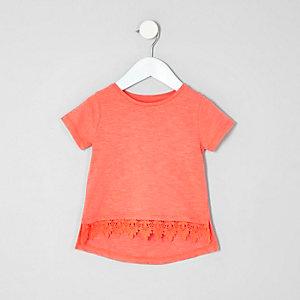 Mini - Koraalrood T-shirt met gehaakte zoom voor meisjes