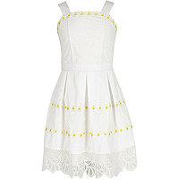 Girls white daisy lace hem prom dress
