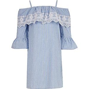 Blau gestreiftes Bardot-Kleid mit Spitze