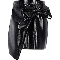 Girls black vinyl bow mini skirt