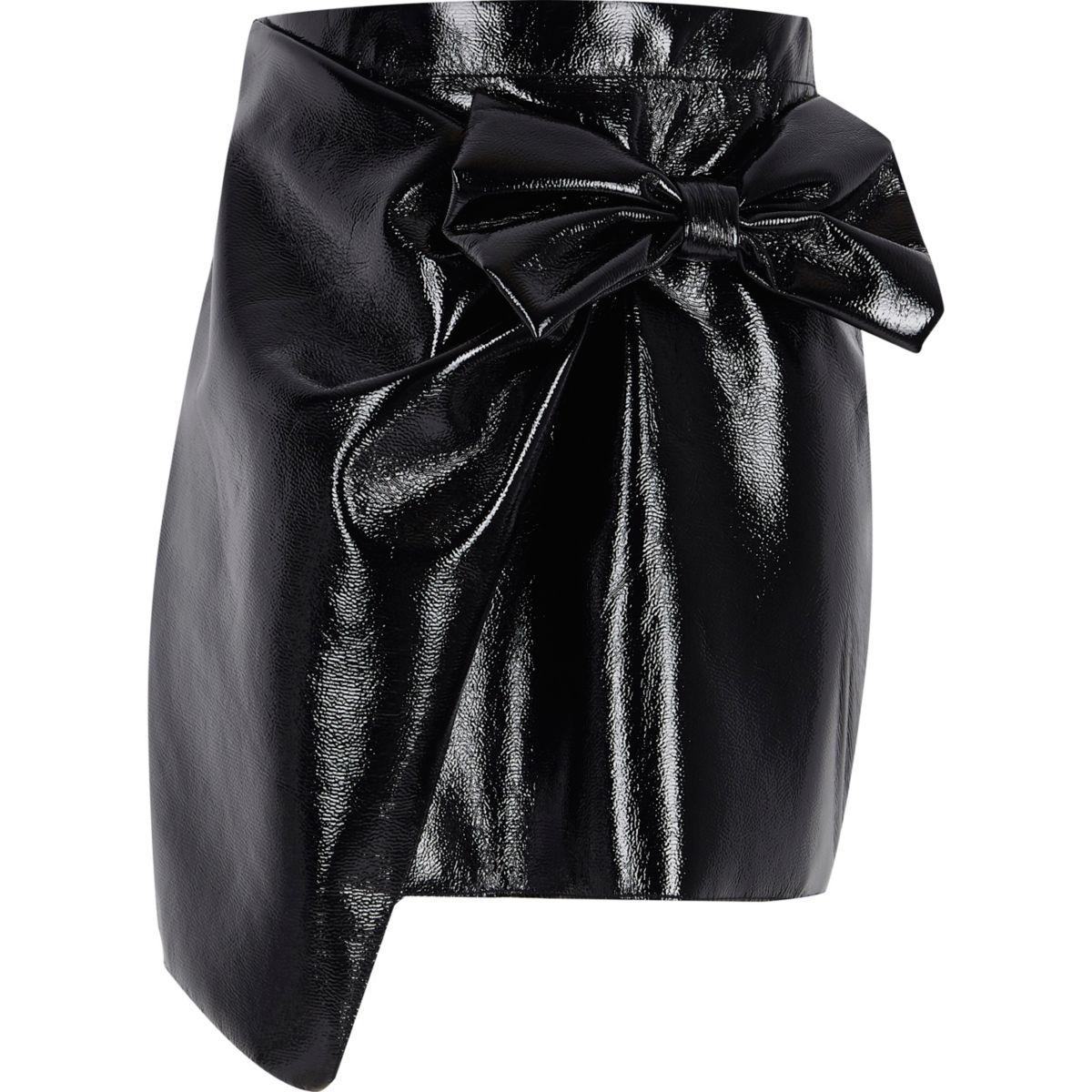 Girls black vinyl bow mini skirt