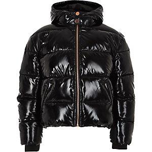 Schwarze, glänzende Jacke