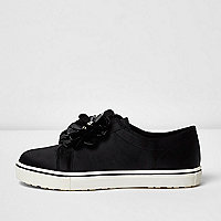 Girls black 3D flower slip on plimsolls