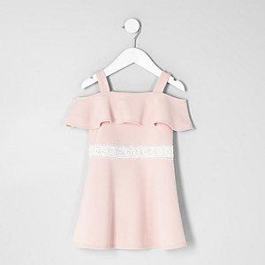 Robe Bardot rose à volants mini fille